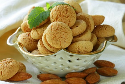 amaretti italian biscuits