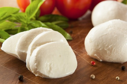 benefitis of mozzarella for health